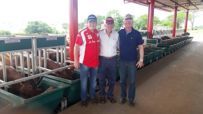 Eliseu Bauer (dir.), com José Antônio Fernandes Neto (centro) e Ânderson Felipe, em visita ao Safiras do Senepol: questão de tempo. (Fotos: Arquivo Pessoal)