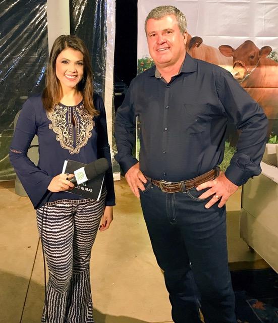 Paula Sant'Ana e Júnior Fernandes na transmissão ao vivo pelo Canal Rural.